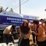Murid SMPIA 13 Droping Air ke Daerah Kekeringan